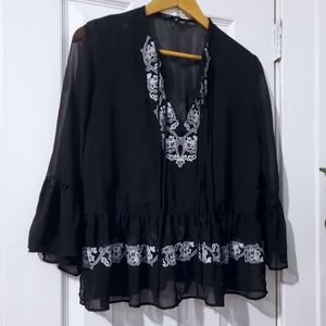 🐰 Embroidery black blouse🐰
